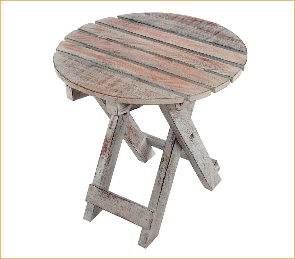 Leichter Beistelltisch aus Holz