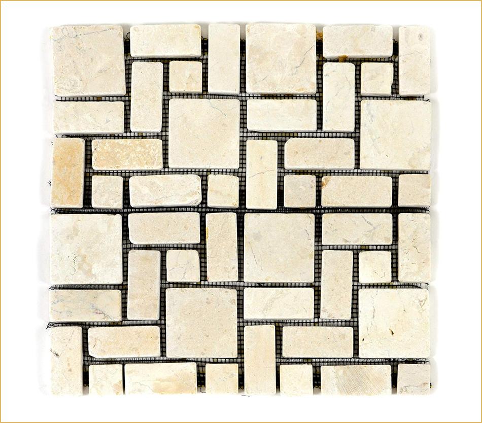 Mosaikmatte mit unterschiedlichen Steinchen im Verbund