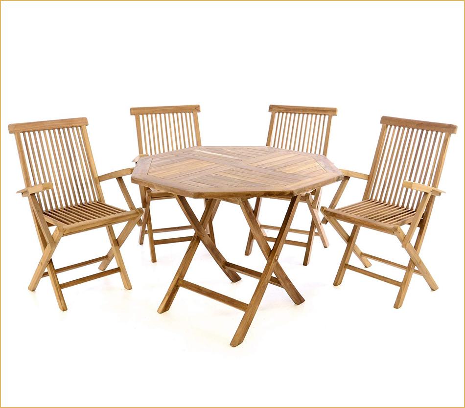 Achteckiger Holztisch mit passenden Stühlen