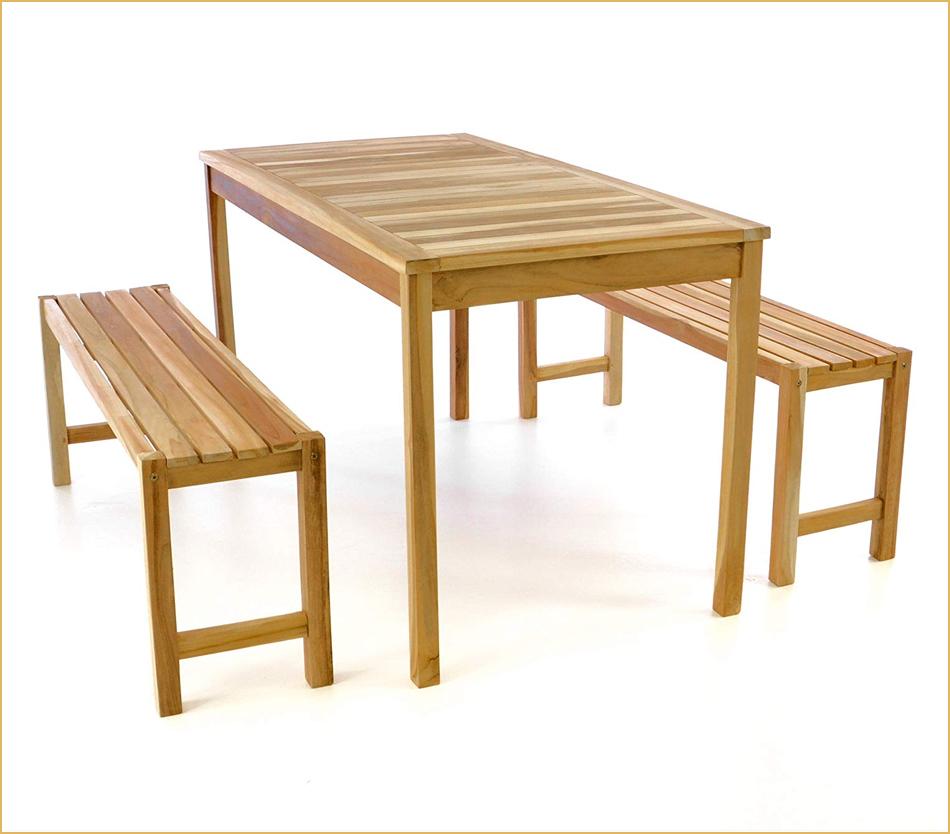 Tisch und Bänke im Biergarnitur-Design